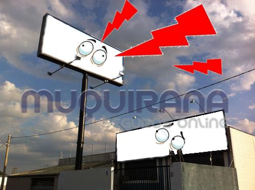 Seguro empresarial cobre painel, anúncio luminoso e letreiro